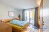 Ruhig gelegenes Einfamilienhaus + Einliegerwohnung + 2 Gästezimmer m. Bad direkt in 23743 Grömitz - Schlafzimmer EG