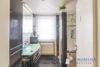 Ruhig gelegenes Einfamilienhaus + Einliegerwohnung + 2 Gästezimmer m. Bad direkt in 23743 Grömitz - Duschbad EG